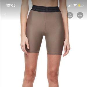 Good American Shorts - Brand new Good American beige biker shorts
